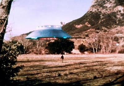 http://4.bp.blogspot.com/_PXeDY3KOwgA/SCHY_kDC78I/AAAAAAAAB4Y/Idv8M6TgxFA/s400/Flying+Saucer+(The+Invaders).jpg