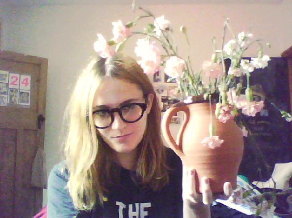 http://4.bp.blogspot.com/_PYqHLh0dSJ4/TAzRYW6Es8I/AAAAAAAAFcM/6rDtob4l4_c/s1600/glasses+and+carnations.jpg