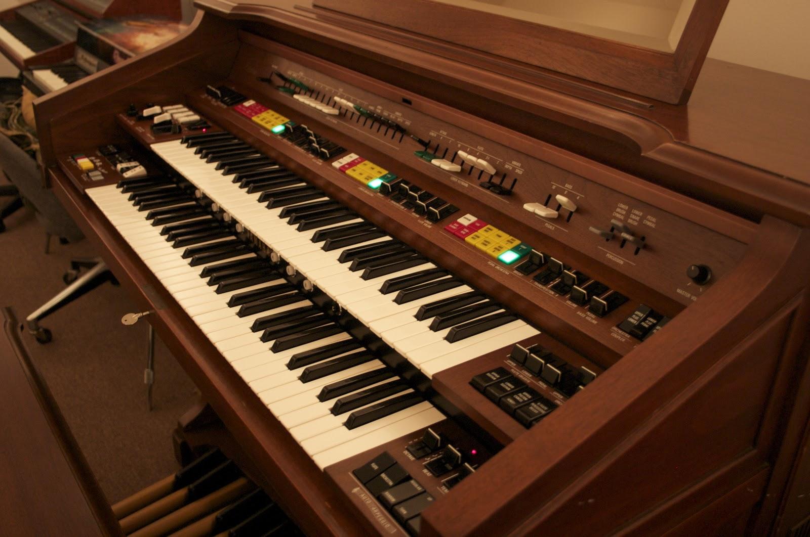 Vintage keyboard studio yamaha electone e70 for Yamaha electone organ models
