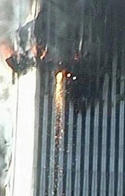 Material incandescente que chorrea desde la planta 81 del WTC