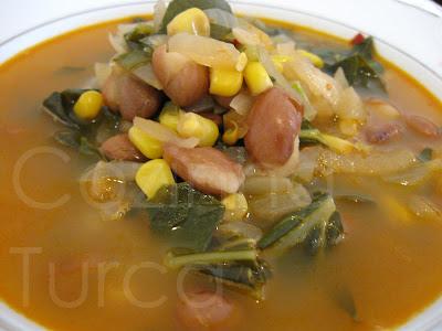 Sopa de Couve Galega com Milho e Feijão (Karalahana Çorbası)