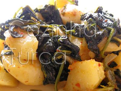Espinafres com Batatas (Patatesli Ispanak)
