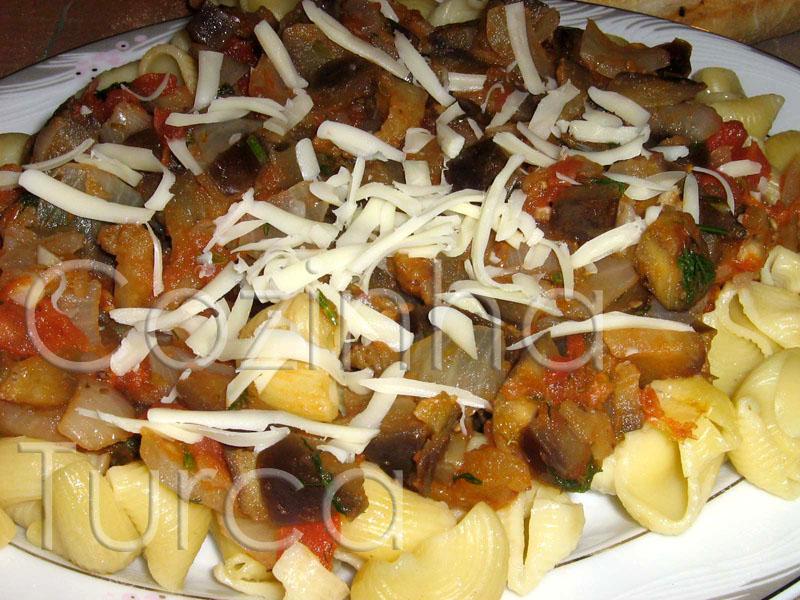 Massa com Beringela (Patlıcanlı Makarna)