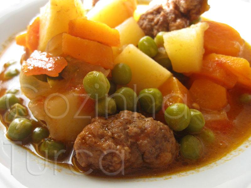 Kaftas com Legumes (Sebzeli Köfte)