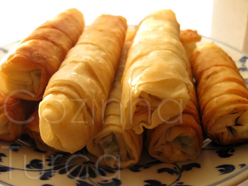 Rolos Crocantes de Queijo e Salsa  (Sigara Böreği)
