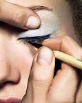 Pengalaman Kami Sebagai Make-Up Artis