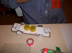 Recibimos un1er premio con la propuesta :Juguete confeccionado por los niños: el autito de madera