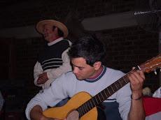 No faltaron los poemas y la guitarra ...