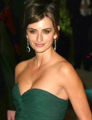 Sexy Penelope Cruz Pictures by Hair Styles and beauty Make up
