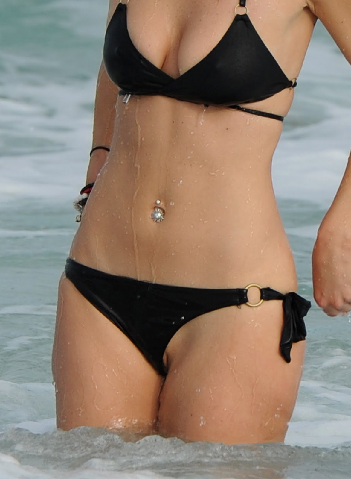 bikini bottom lip slip - photo #3