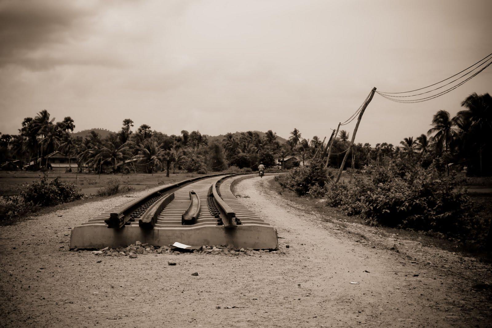http://4.bp.blogspot.com/_PgemXVS80cI/THPdZVqRXTI/AAAAAAAABQA/IEZn1ceiQCw/s1600/Edited+train+track.jpg