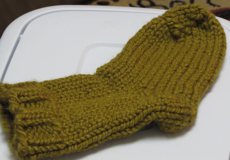 Small Dog Knitted Sweater Pattern Free : Crafterdays: Loom Knitting Socks