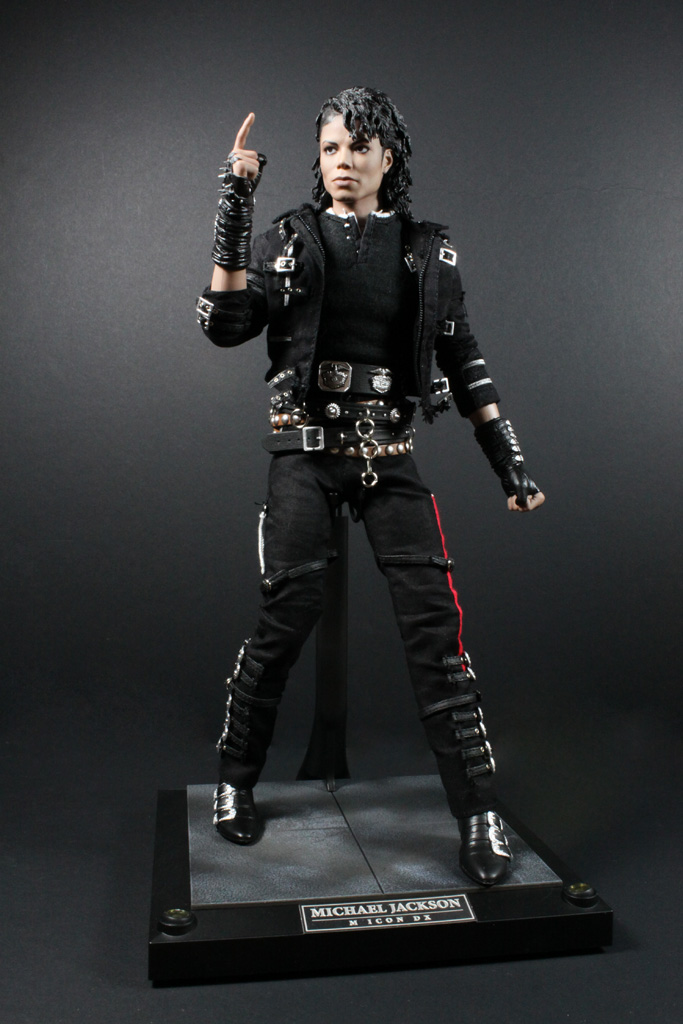 Doons dungeon hot toys michael jackson bad dx 03 review for Jackson toys