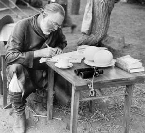 Ernest writing, Cuba