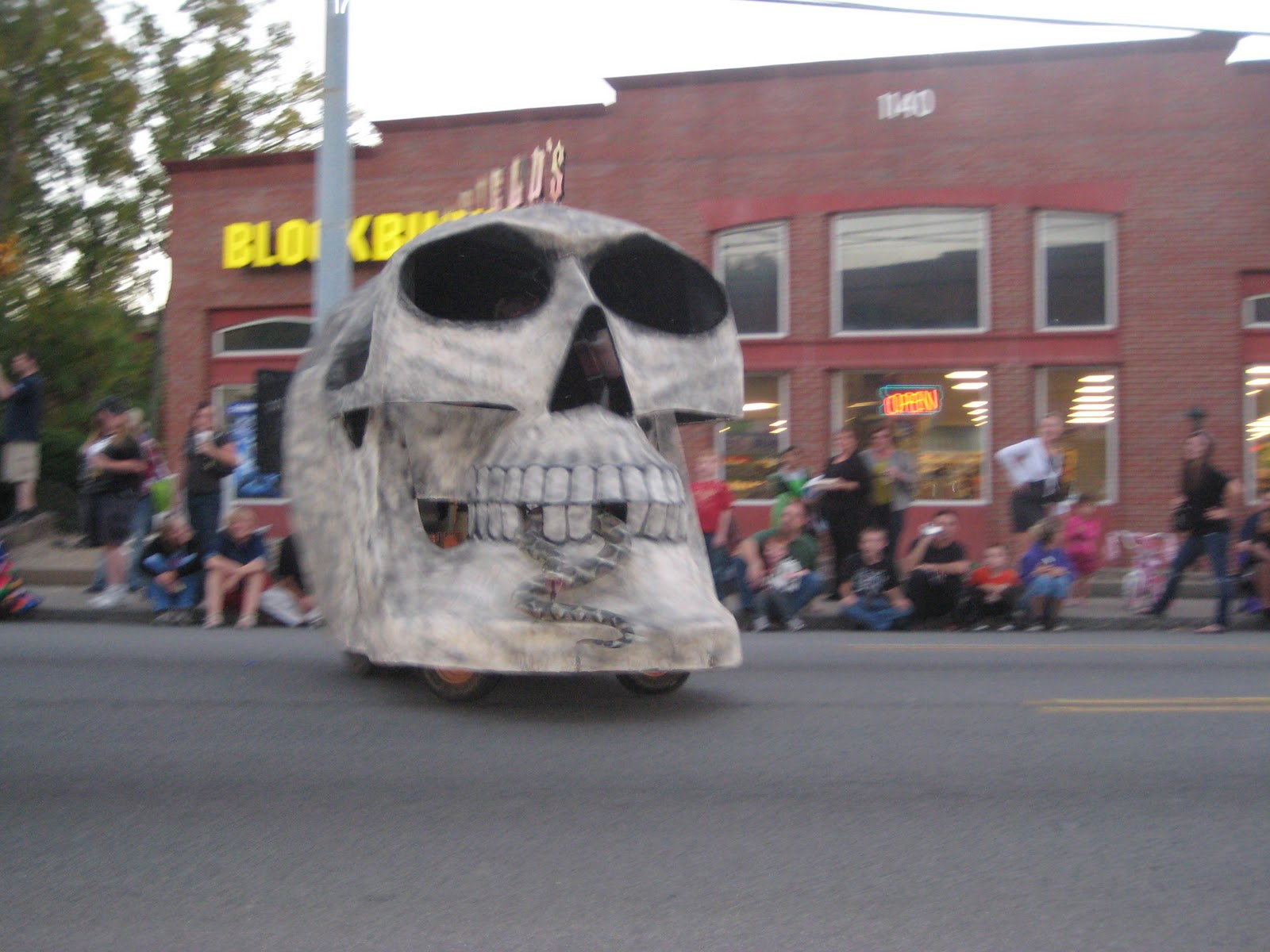 i took the kids to bardstown rd in the highlands on friday night to see the halloween parade i did not know what to expect from my kids but was pleasantly - Halloween Events In Louisville Ky