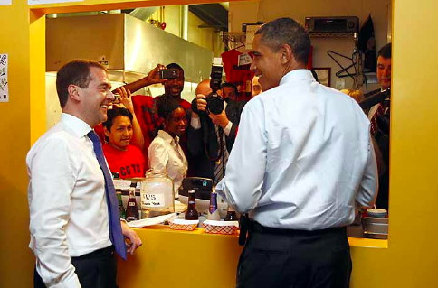 Ray's Hell Burger gets Obama and Medvedev - City Brights: Zennie ...