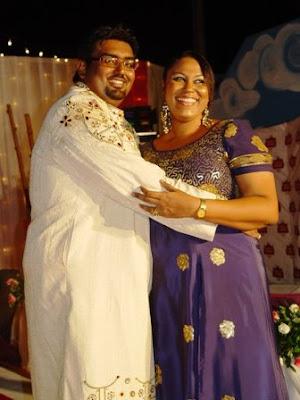 Khadija Mwanamboka akimponeza Mustafa Hassanali mara baada ya