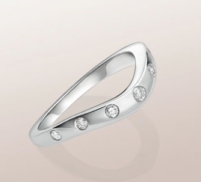 This is a CORONA wedding band in platinum with 7 diamonds from Bvlgari