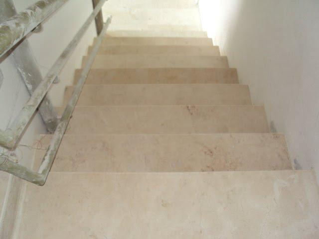 Instalacion de pelda os de marmol en escalera de - Peldanos de marmol ...