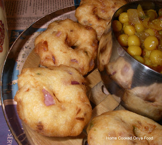 Oriya food bara with ghuguni if you talk of an oriya snack and dont mention this it will be a shame bara or vadas are very popular in orissa and people usually have it with aloo dum forumfinder Image collections