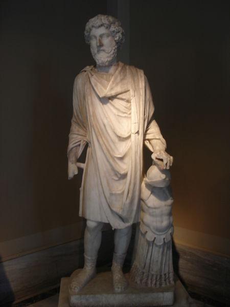 [450px-DSC04500m_Istanbul_-_Museo_archeol._-_Marco_Aurelio_-_Foto_G._Dall]