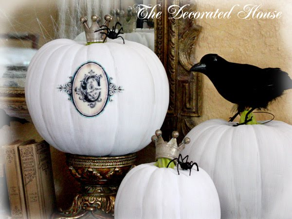 The Decorated House : Black and White Halloween