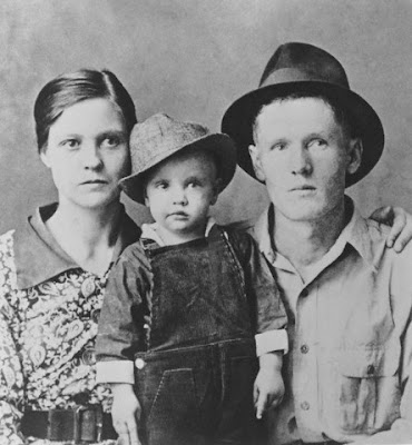 Elvis with his parents, 1938