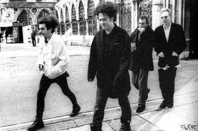 Chris Parry (el 2º por la derecha) con los Cure