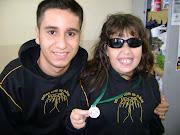 Andressa mostra Medalha de Prata com Elvis