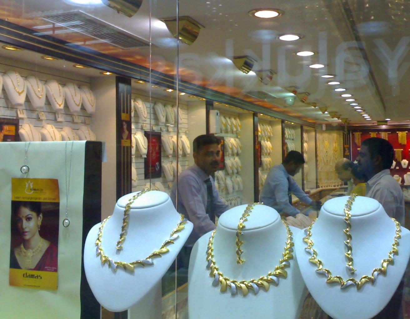 Sanabis (Bahrain) Daily Photo: Damas Jewellery in Gold CIty