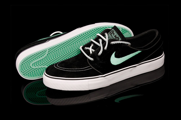 The popular Nike zoom Stefan janoski strikes again with an all new black and