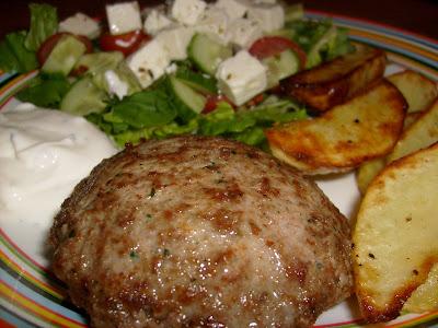 lammfärsbiffar med fetaost och soltorkade tomater