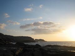 Abrupta costa co Acantilado de Canido en segundo término e o Castro de Baroña ó fondo.