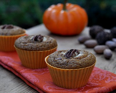 Perfect Whole Wheat Pumpkin Muffins ♥ KitchenParade.com, healthy pumpkin muffins that stay moist and fresh for days, spicy with great texture. Rave reviews.