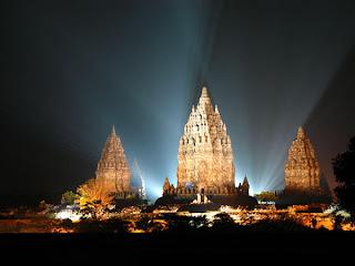 prambanan temple hindus temple in the nigh yogyakarta Foto Candi Paling Megah Di Dunia