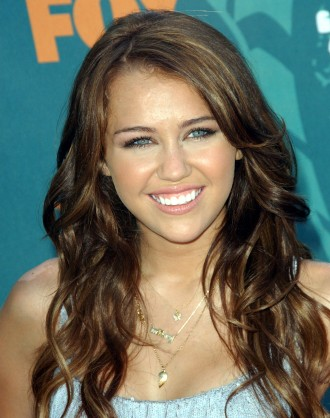 Medium Wavy Cut, Long Hairstyle 2013, Hairstyle 2013, New Long Hairstyle 2013, Celebrity Long Romance Hairstyles 2018