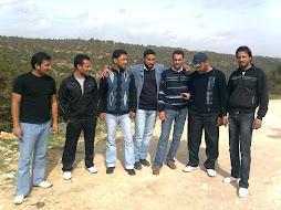 العبدلله مع أصدقائه