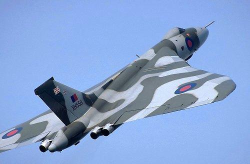 [avro_vulcan_XH558_takeoff.jpe]
