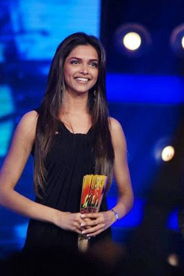 Deepika Padukone Evening Dress - Deepika Padukone Looks - StyleBistro