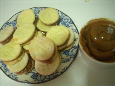 Canela kitchen: Little alfajores with Dulce de Leche(Chilean recipe)