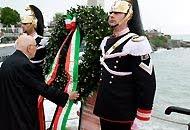 Il presidente Napolitano davanti a un corazziere