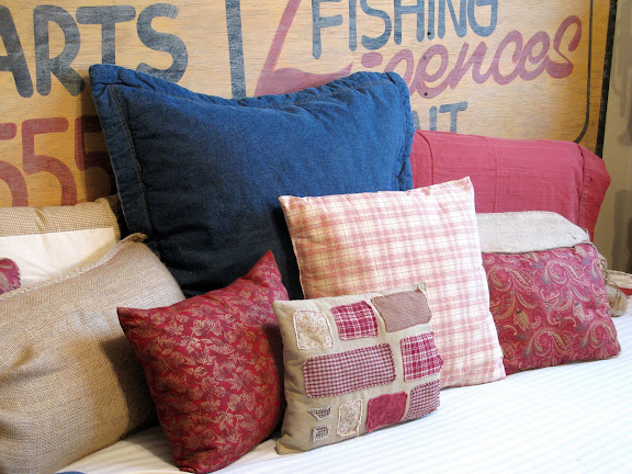 red white and blue pillows kid's bedroom decorating ideas
