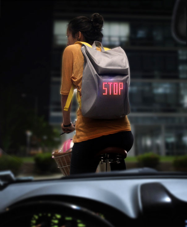 Cycling Backpack Shows Turn Signals 1