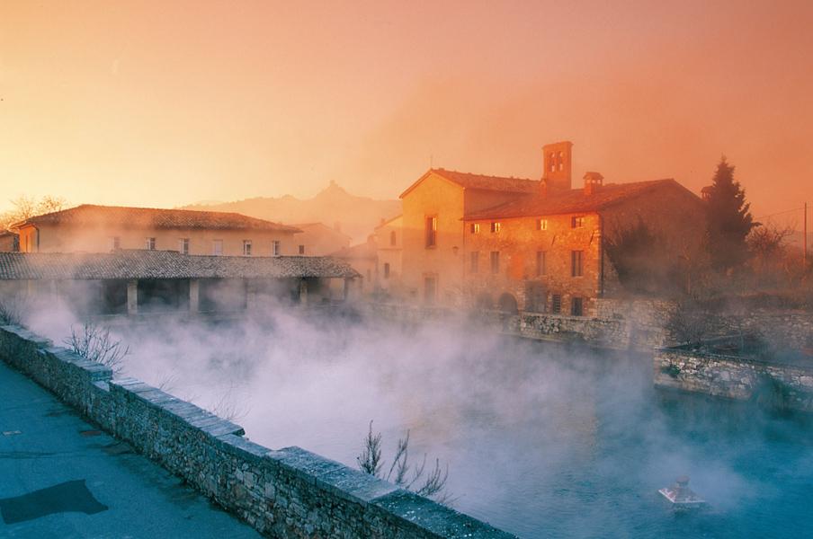 Spa e terme in val d 39 orcia - Il loggiato bagno vignoni ...