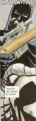 Batman rifle en mano
