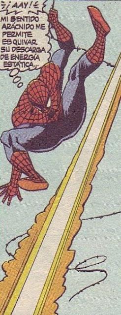 Spiderman esquivando rayos