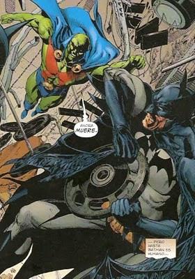 Detective marciano zurrando a Batman