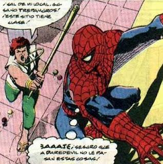 Echando arañas a escobazos