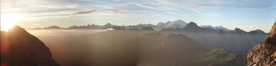 Panorama sur la chaine du Mont-Blanc depuis le col de Balafrasse - Massif des Aravis - Le Grand-Bornand