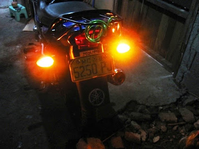 To testswitch your key to on signal lights should be in off position and turn on your hazard light. Turn off the hazard light if you want to use signal ... & DIY Motorcycle Hazard Lights | ManiLabas